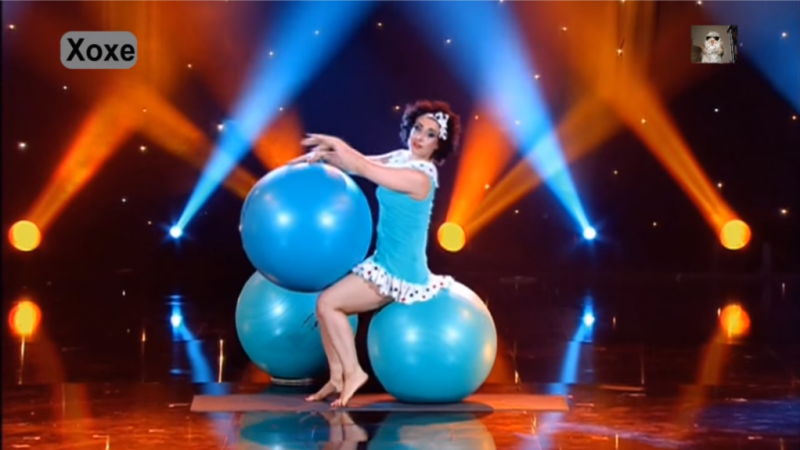Beautiful routine with balls