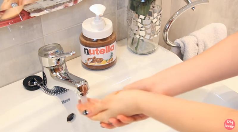 Wash your hands with nutella! Fun DIY