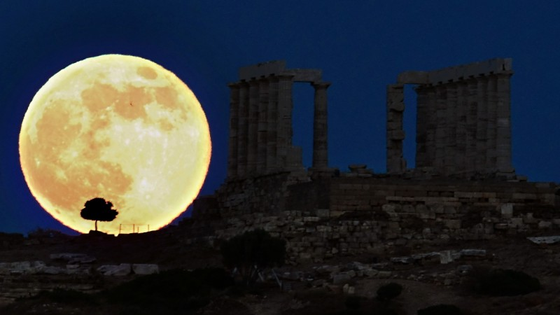 Supermoon at the sky! Biggest supermoon since 1948